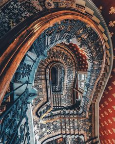 Home Interior Design — Dizzy grand staircase at the St. Modern Staircase, Grand Staircase, Staircase Design, Spiral Staircases, Beautiful Stairs, Beautiful Buildings, Amazing Architecture, Architecture Details, Balustrades