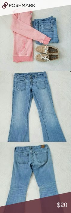 """AE Vintage Wash Flares Excellent condition American Eagle Vintage wash flares. Size 4 regular. 31"""" inseam, 15.5"""" Waist across, and the flare is 9.5"""" across the bottom. These jeans are """"stretch"""" jeans. American Eagle Outfitters Jeans Flare & Wide Leg"""