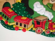 Final media de la Navidad  tienda de juguetes de Santa Claus Felt Christmas Stockings, Felt Stocking, Felt Christmas Ornaments, Christmas Crafts, Christmas Decorations, Xmas Tree Skirts, Christmas Gingerbread Men, Christmas Applique, Felt Toys