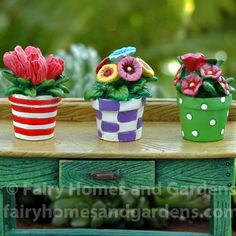 Gardening Diy 3 colorful patterned pots filled with fun flowers will add merriment to your fairy garden. - 3 colorful patterned pots filled with fun flowers will add merriment to your fairy garden. Flower Pot Crafts, Clay Pot Crafts, Diy Flower, Flower Tea, Painted Flower Pots, Painted Pots, Hand Painted, Mary Engelbreit, Container Plants