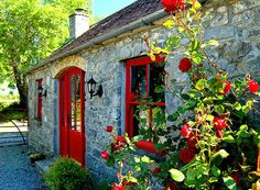 Rose Cottage, Terryglass, Co. Tipperary. Photo © Home At First.