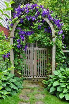 Inspired Garden Gates for a Beautiful Backyard