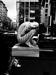Sleepy sculpture , Cannes