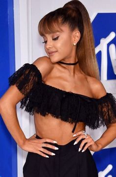 Ariana attending the MTV Video Music Awards 2016 on August 2016 Ariana Grande Mac, Ariana Grande Photoshoot, Broadway, Mtv Video Music Award, Music Awards, Dangerous Woman, Beautiful Person, Beautiful People, Her Music