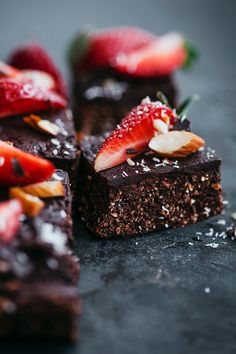 No-Bake Strawberry Brownies | The Awesome Green