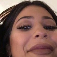 Such a beautiful face. So real. So pretty. So real. No fakeness Kardashian Memes, Stupid Memes, Dankest Memes, Funny Memes, Funny Comedy, Meme Pictures, Reaction Pictures, Sapo Meme, Looks Kylie Jenner