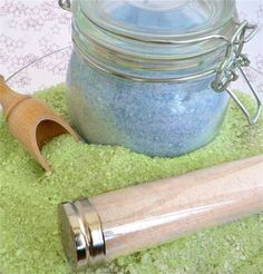 DIY Bath tub fairy dust - moisturizing, amazing scents & sparkles - who could want more? Instructions for pink, blue, green & white