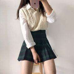 Preppy Outfits, Teen Fashion Outfits, Korean Outfits, 70s Fashion, Cool Outfits, Girl Fashion, French Fashion, Fashion Mask, Jeans Fashion