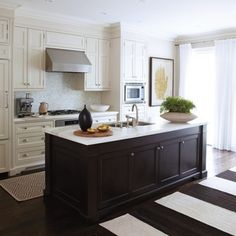 9 foot ceiling cabinets pictures again please - Kitchens Forum - GardenWeb