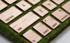 Designer cria teclado de madeira sustentável e decorado com musgo