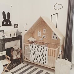 Lit caban / house shaped bed frame. Mum Dad and Me, Concept store sur Angoulême pour petits et grands.