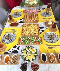 Brunch Table, Dessert Table, Deco Table, A Table, Best Cooker, Bagel Bar, Turkish Breakfast, Food Decoration, Iftar