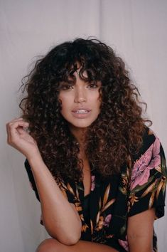 Curly girls might understand the importance of a smart hairstyle for the spring. Hairstyles for curly hair can carry an inimitable flair. So grab them asap. hair styles 10 Most Charming Spring Hairstyles for Curly Hair Curly Hair Styles, Curly Hair With Bangs, Curly Hair Cuts, Natural Hair Styles, Girls With Curly Hair, Long Natural Curls, Short Natural Curly Hair, Layered Curly Hair, Black Curly Hair