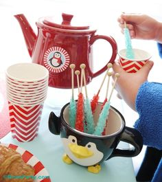 North Pole themed Christmas Holidays breakfast ideas for Christmas morning! Cute DIY ideas for the family table decor, food, drinks and activities to keep the kids amused! Christmas Brunch, Christmas Morning, Christmas Holidays, Winter Parties, Holiday Parties, North Pole Breakfast, Party Themes, Party Ideas, Diy Ideas