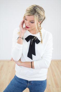 Sweatshirt für Weihnachten in weiß mit Schleife in schwarz, Pullover for christmas in white with bow in black by Shoko via DaWanda.com