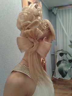 Beautiful hair roses by Olga Ivanitsa of Ukraine! #hotonbeauty hotonbeauty.com #hairroses