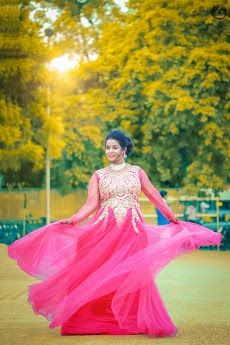 😍FOCUS ON BRIDE: Coz shying is not her style✨ Bride in Amazing Saree Gown. More information on WeddingNet #weddingnet #indianwedding #indianbride #indianwedding #bridallehenga #lehenga #pink #gold #beige #weddinglehenga #weddingsaree #bride FOLLOW OUR INSTAGRAM @WEDDINGNET Cocktail Dress Classy Evening, Cocktail Dress Prom, Saree Gown, Lehenga Saree, Prom Dresses, Formal Dresses, Wedding Dresses, Lehenga Wedding, Indian Wedding Outfits