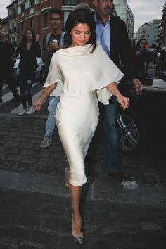 Selena Gomez looking sassy n classy