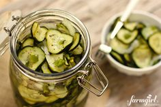 Mom's Sweet Refrigerator Dill Pickles via @farmgirlsdabble