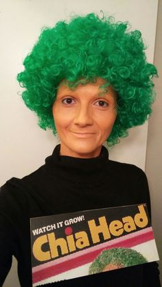 'Cha-cha-cha-Chia Head' a green wig, printed product logo on cardboard, creme make-up. Also As Seen On TV! Cheap Easy Halloween Costumes, Group Halloween Costumes, Cute Costumes, Couple Halloween, Holidays Halloween, Halloween Kids, Halloween Party, Adult Costumes, Cheap Costume Ideas