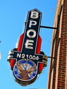 Neon sign for BPOE Elks Lodge North Little Rock, Arkansas. This lodge knows how to make a fricking great sign! Love Neon Sign, Neon Light Signs, Vintage Neon Signs, Vintage Ads, Retro Design, Design Art, North Little Rock, Environmental Graphic Design, Vintage Classics
