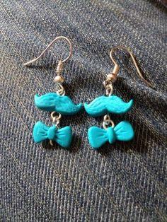 Boucles d'oreilles pendantes moustaches et noeud pap' - pendants d oreilles - Geekette-Noisette - Fait Maison