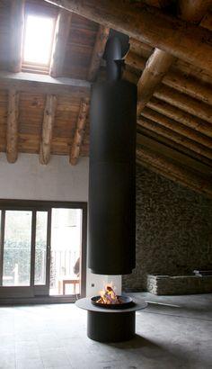 Totally open fireplace. How I love! | Traforart - Nestor Martin
