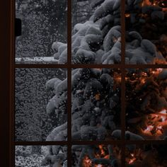 Night Aesthetic, Aesthetic Photo, Aesthetic Pictures, Mistletoe And Wine, Images Esthétiques, Winter Scenery, Snowy Day, The Night Before Christmas, Winter Night