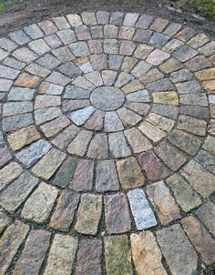 Awesome Brick Patterns Patio Ideas For Beautiful Yard 607 Awesome Brick Patterns Patio Ideas For Beautiful Yard 607 Garden Paving, Garden Paths, Backyard Patio, Backyard Landscaping, Landscaping Ideas, Landscaping Edging, Paver Fire Pit, Fire Pits, Cobblestone Patio
