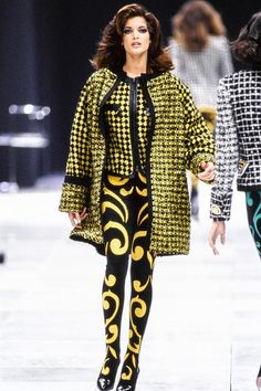 Versace Fall 1991 Ready-to-Wear Collection Photos - Vogue Versace Fashion, Couture Fashion, 90s Fashion, Runway Fashion, Fashion Show, Latex Fashion, High Fashion, Donatella Versace, Gianni Versace