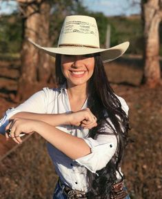 How can I help you? Cute Cowgirl Outfits, Cute Country Outfits, Rodeo Outfits, Country Girl Style, Country Girls, Western Girl, Cowboy And Cowgirl, Western Wear, Cowboy Hats