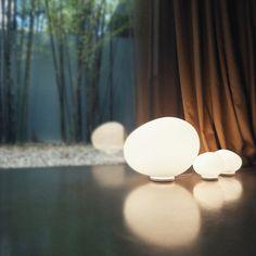 Des lampes à poser esprit galet, Foscarini sur LightOnline.fr