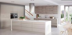 Italia is a true kitchen style design icon - super smooth and high gloss with a feature integrated handle Kitchen Cabinets Light Wood, Glass Kitchen, New Kitchen, Kitchen Grey, Cupboards, Home Decor Kitchen, Interior Design Kitchen, Kitchen Ideas, Kitchen Inspiration