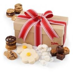 Splendor combo box is the perfect gift idea filled with enough treats to satisfy moms sweet tooth