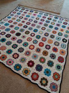 African Flower Square Blanket 2018 African Flowers, Square Blanket, Crochet, Instagram Posts, Blog, Ganchillo, Blogging, Crocheting, Knits