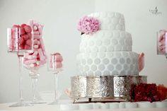 White, Pink & Treats Wedding Cake - Portugal #weddingportugal #lisbonweddingplanner #weddingcakeportugal