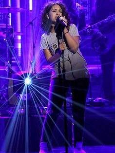 Alessia Cara. Just wow, how can someone be so amazing?! She's beautiful, inside and out.