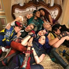 Sarah Jeffery posted this photo for Cameron Boyce. But is so beautiful because they're all ( most of them) in this photo. Rest in peace Cameron Boyce The Descendants, Descendants Characters, Disney Channel Descendants, Cameron Boyce Descendants, Disney Channel Stars, Disney Stars, Disney Channel Movies, Disney Videos, Descendants Acteurs