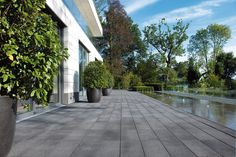 Mounting a Block or Paver Walkway – Outdoor Patio Decor Modern Landscape Design, Modern Landscaping, Landscape Architecture, Unilock Pavers, Outdoor Patio Designs, Paver Walkway, Contemporary Patio, Patio Layout, Concrete Pavers