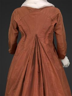 back view of rust taffeta round gown 1795-1800, DAR Museum agreeabletyrant.dar.org