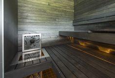 Musta sauna kuituvaloilla, Saunapojat