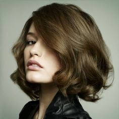 Medium wavy bob, with a lil more length in front