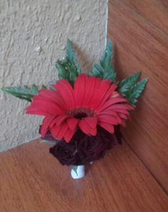 Red gerbera daisy and burgundy spray roses Boutonniere #redburgundyboutonniere #redboutonniere #burgundyboutonniere #redgerberaburgundyroseboutonniere