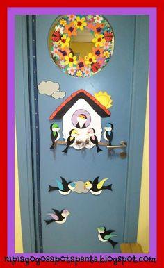 porte decorate primavera door spring classroom 1 Class Decoration, School Decorations, Classroom Walls, Classroom Decor, Kindergarten Door, Art N Craft, Preschool Art, Wall Art Designs, Spring Crafts