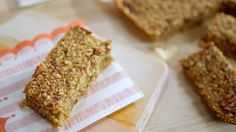 Barre déjeuner pomme et canneberges Breakfast Bars, Breakfast Recipes, Quebec, Healthy Baking, Healthy Snacks, Granola Cookies, School Lunch Recipes, Cranberry Recipes, New Cooking