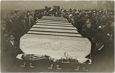 Burying the victims:    Amsterdam Ohio mine disaster 1910 killing at least 15 people