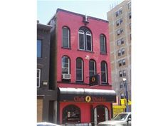 517 Washington St, Buffalo City, NY 14203 - BUILDING CONSISTS OF 3 FLOORS, EACH 20 X 60. FIRST FLOOR CURRENTLY BUILT OUT AS A BAR/NIGHT CLUB/RESTAURANT, AND THE SECOND AND THIRD FLOORS ARE 2 1600SQ.FT, APARTMENTS WITH CHARACTER AND OPEN FLOOR PLANS! COME SEE THE VALUE IN THIS RARE OPPORTUNITY. 1ST FLLOR BAR JUST RENTED AT $2000/MO. 2ND FLOOR APTMENT $1000/MO. 3RD FLOOR APTMENT $1200/MO. 1ST FLOOR TENANT PAYS ALL UTILITIES OF BUILDING!! Offered @ $379,500