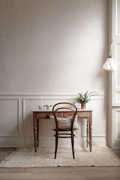 Colore pareti Kinfolk style a casa di Nina Plummer studio Home Interior, Interior Styling, Interior Decorating, Interior Design, Slow Living, Home Living, Casa Milano, Kinfolk Style, Bentwood Chairs