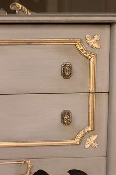 Gilded Buffet: Grey & Gold: Atelier One Step paint with gold leaf. See the full piece at WrenWillowDesigns. Gold Leaf Furniture, Chalk Paint Furniture, Painted Furniture, Refurbished Furniture, Furniture Makeover, Diy Furniture, Amy Howard Paint, Furniture Painting Techniques, Paint Techniques