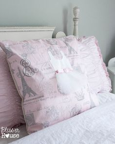 No Sew Appliqued Ballerina Pillow {RH Baby and Child KnockOff} Applique Pillows, Sewing Pillows, White Pillows, Bed Pillows, Ballerina Room, Ikea Curtains, Pillow Tutorial, Diy Craft Projects, Crafts